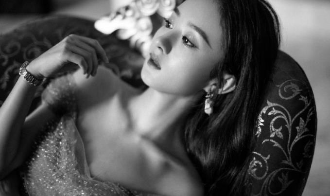 赵丽颖好美一女的,穿星星纱裙仙气十足,一字肩秀出性感锁骨