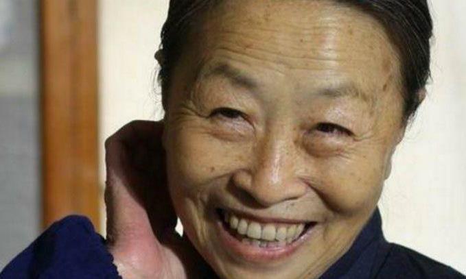 """""""丑娘""""张少华并不""""丑"""",看到年轻时的照片,才知道她是校花"""