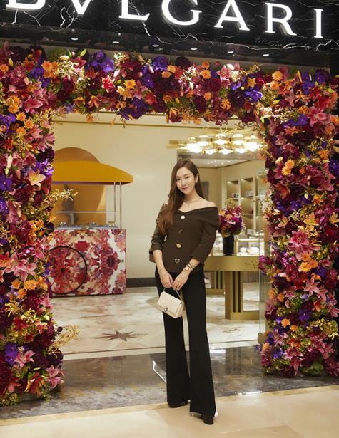 Jessica郑秀妍出席品牌活动 优雅形象尽显高贵气质