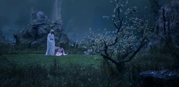 枕上书:凤九和东华躺在草地上,等待月令花开,二人相谈甚欢!