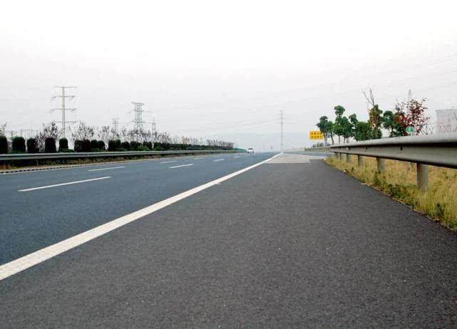 这条高速太赞了,全程不限速,新能源汽车都可以飙车