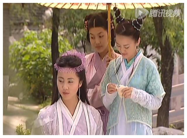 孙莉年轻时扮演金牡丹,9个扮相惊艳了时光,串珠网状额饰真漂亮