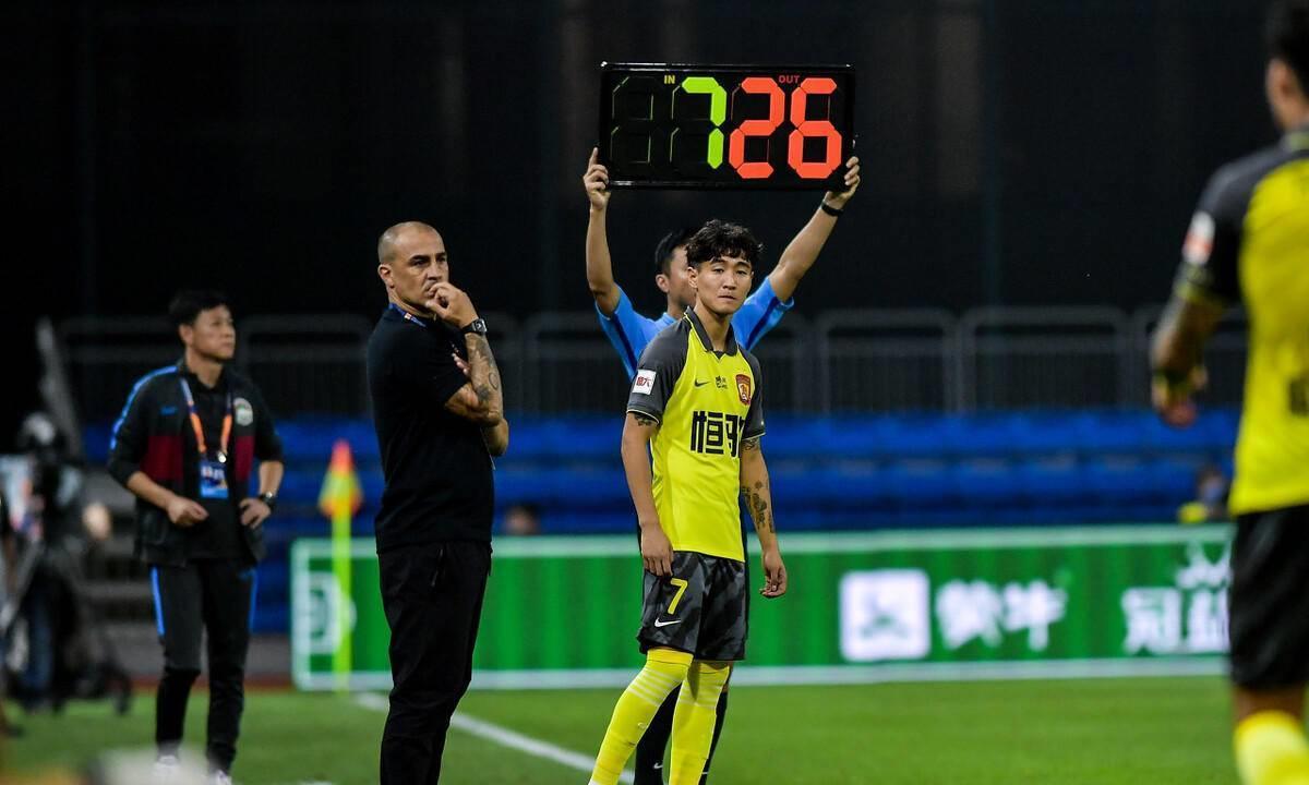中超球队代理主帅请教恒大卡帅,球员轮换已成难题,引发持续热议