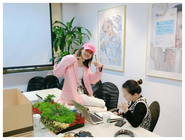 大连人职业足球俱乐部球员李建滨的妻子晒出自己最近的生活照
