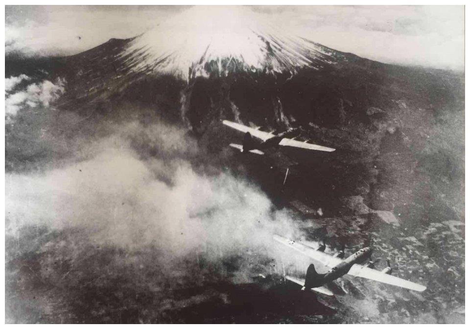 李梅烧烤致死数十万人,比核爆死的人还多,为何日本向其颁勋章?