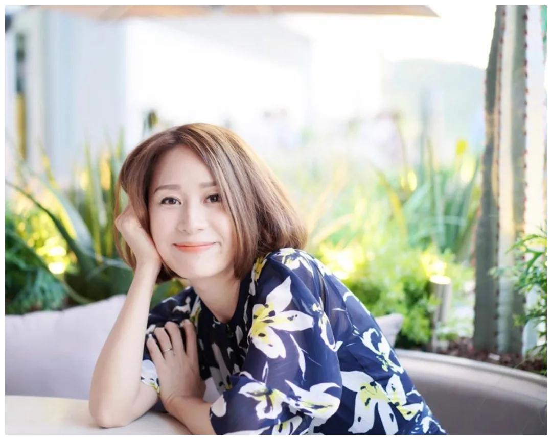 45岁刘恺威旧爱邝文珣,嫁富商退圈,靠二子一女化解婚姻危机