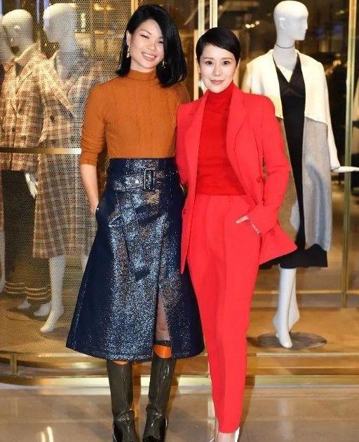 吕燕海清一起出席活动,两人服装各有特色美美的