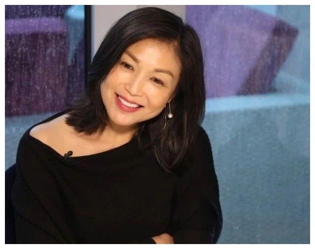 张凤妮:29岁嫁入豪门,与丈夫相爱22年,51岁成人生赢家