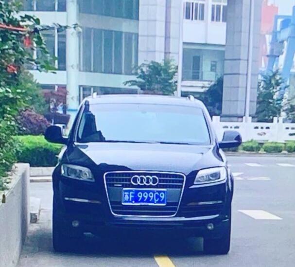 """南通港闸区街头实拍车牌靓号""""999C9"""",挂在奥迪Q7上相当般配!"""