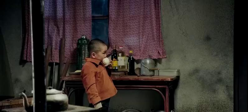 鸡毛飞上天:玉珠不得不出去赚钱,让6岁儿子在家照顾植物人丈夫