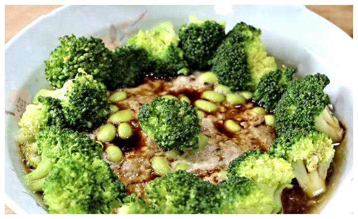 天热了,教你西兰花新吃法,鲜嫩可口,营养美味,比黄瓜还好吃
