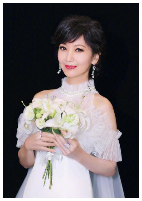 赵雅芝精美写真组图,精致的妆容,魅力十足