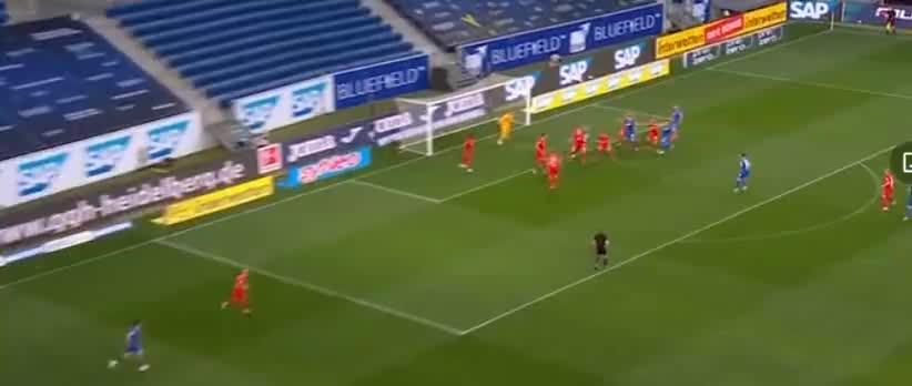 霍芬海姆角球开出,比卡西奇头球攻门,可惜皮球被门柱拒绝了
