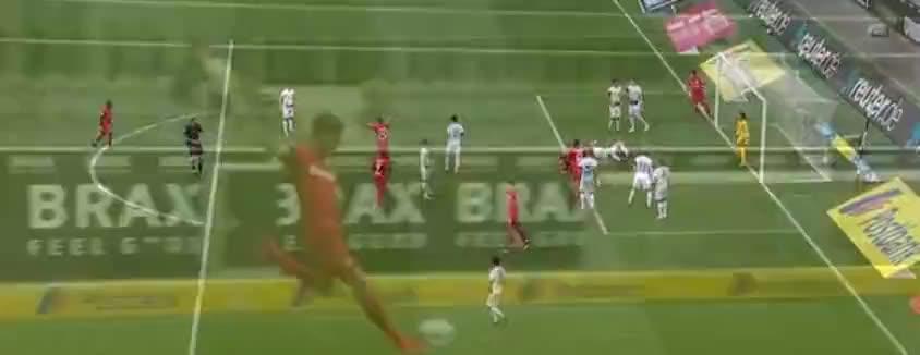 前场右侧任意球德米尔拜开出吊入禁区,斯文本德头球破门