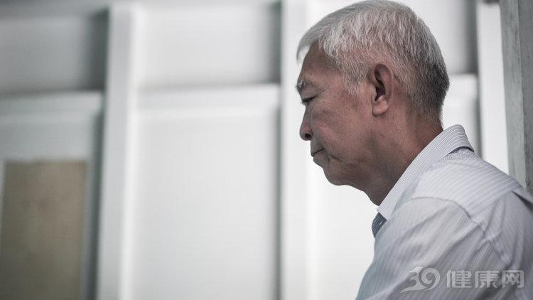 我是消化科医生,给自己父亲做胃镜时,查出了胃癌……