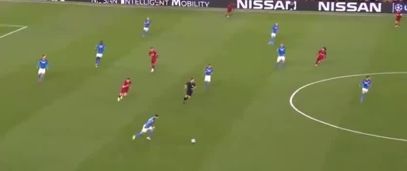 洛萨诺脚后跟做球,默滕斯外围劲射被挡出了