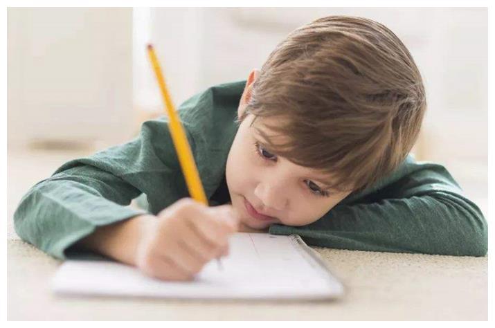 每晚学到凌晨不肯睡,学习成绩却始终倒数,问题究竟出在了哪里?