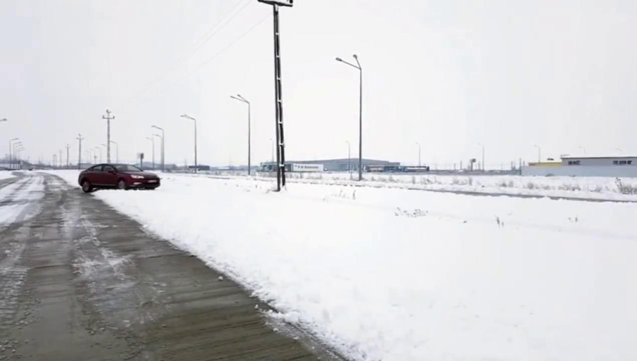 视频:高手,雪铁龙C5的升降底盘是这样子的,让我大开眼界厉害啊!