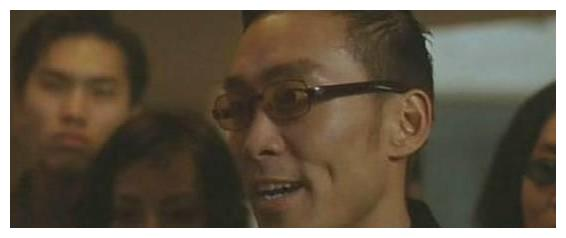 香港演员郑浩南晒出家居,50多岁坚持锻炼身体,自己开着游艇出海