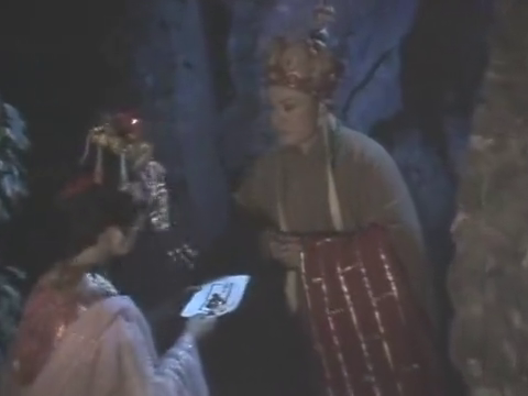 西游记:妖怪正在打斗之时,不料夫人却放走了唐僧,还装起病来