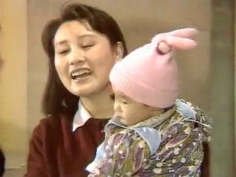 渴望:田丽认小芳为干女儿,沪生还买酒庆祝,难得啊