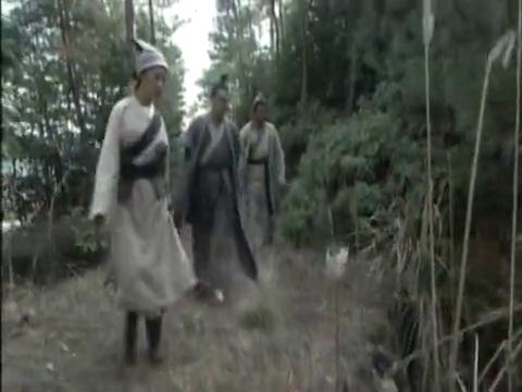 英姑领宋慈到其父当年遇难的落马坡时,发现黑三和六月红