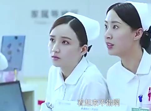 急诊科医生:看来何主任的心情那是相当好啊!穿得也挺帅的