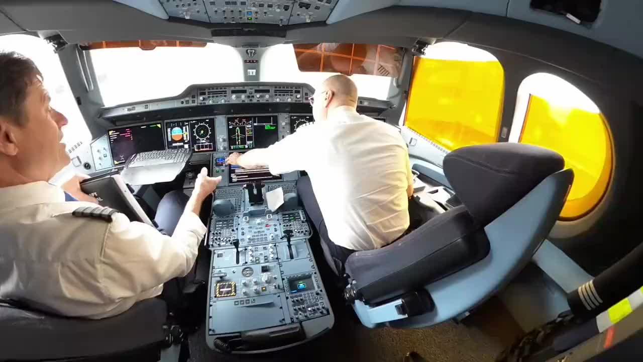 跟着机长走进a350的底下内部看下是如何的