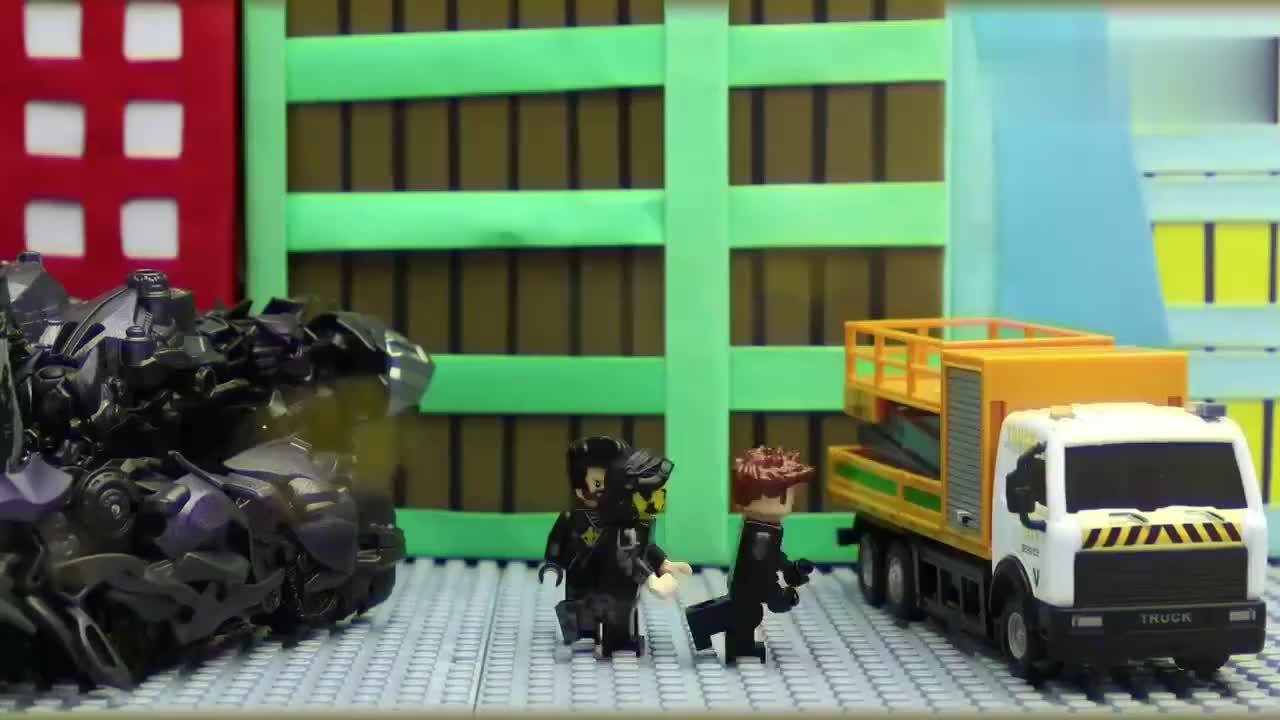 变形金刚停止运动擎天柱与机器人的较量