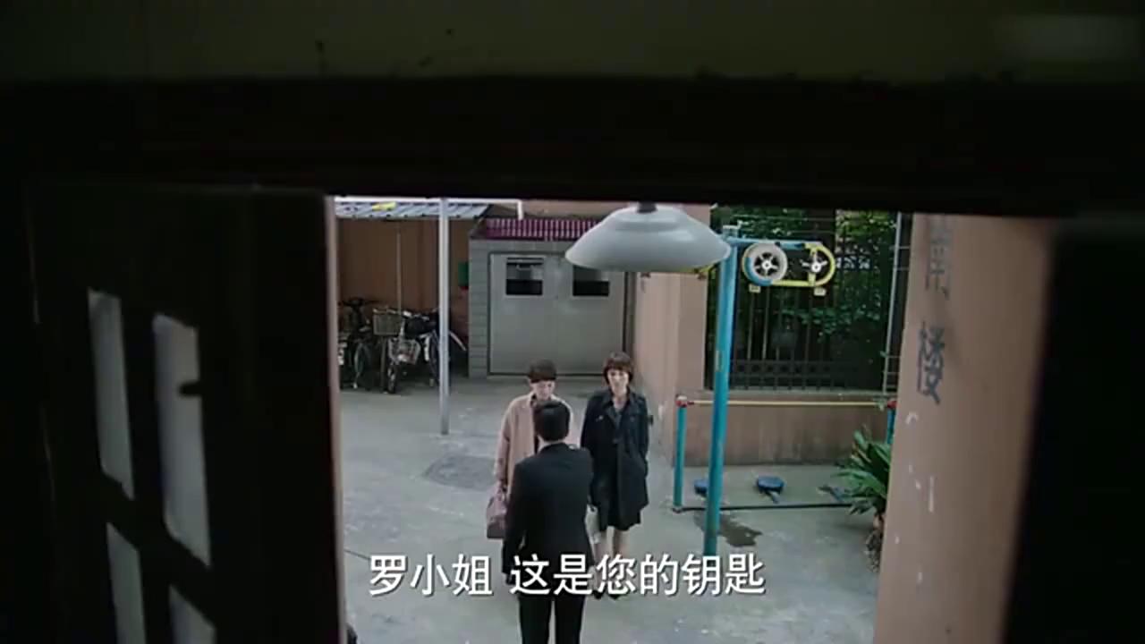 闺蜜唐晶陪罗子君看房,一语道破凌玲的意思,她就是抢陈俊生的人