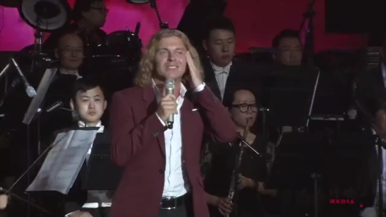 蒋大为的乌克兰高徒吉米演唱阿秋莎唱的真不错好听