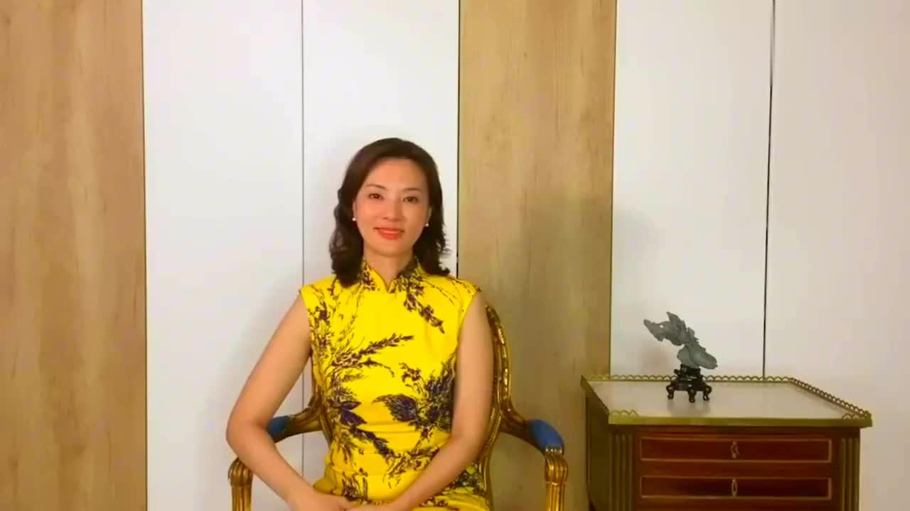 央视主持人刘芳菲近照曝光,皮肤白皙看不到皱纹,至今没生过孩子