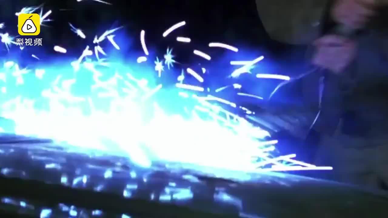 视频:车管所等上牌的长安cs75突然起火