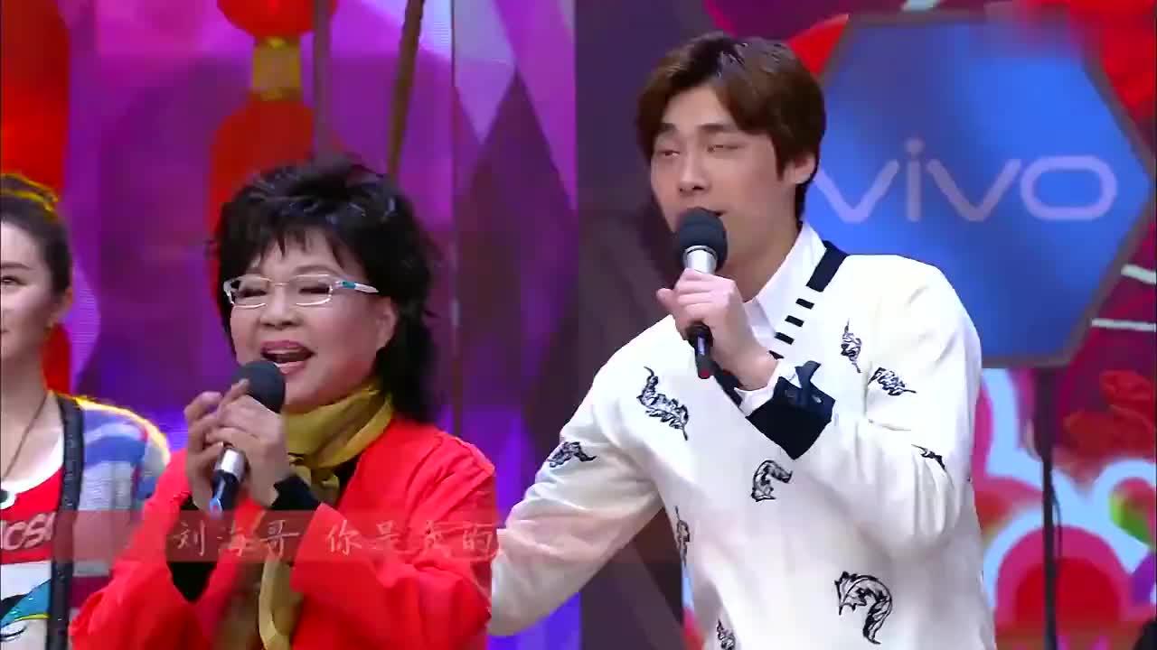李易峰和大妈唱花鼓跑调太厉害,何老师都听不下去:信不信我揍你