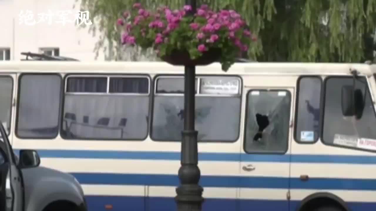 乌克兰发生绑架案,劫匪提出两个奇怪要求,泽连斯基被迫照做