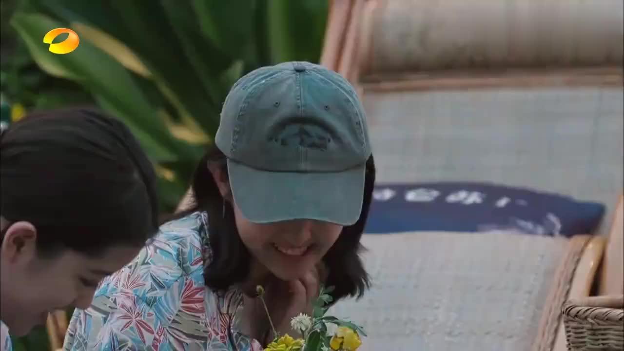 张子枫:我想打喷嚏!彭彭:快打!下一秒妹妹发出的声音笑死人!