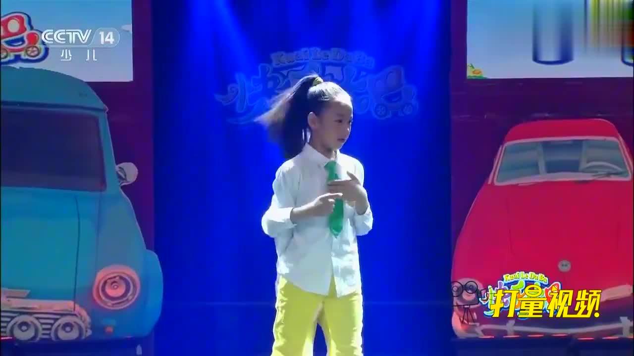 龙舞馨鑫表演的街舞《快乐宝贝》,动感十足