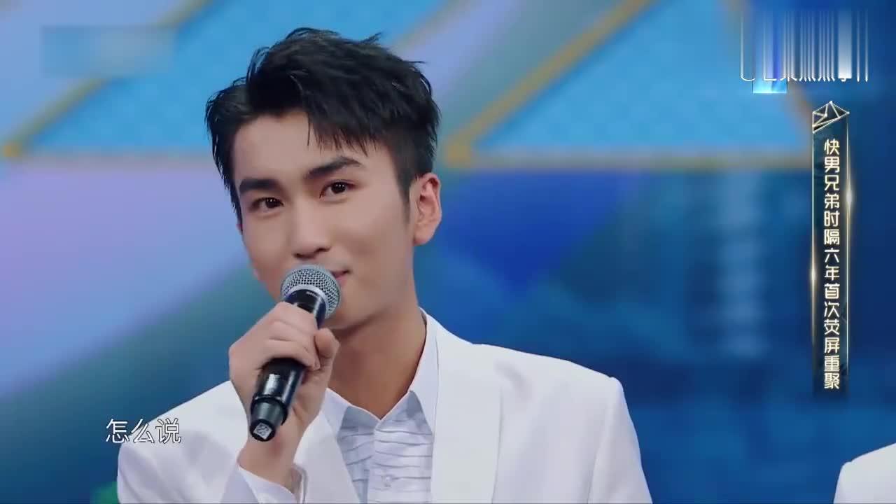 华晨宇和13届快男重聚,兄弟们相拥站在舞台上,那英看得眼圈含泪