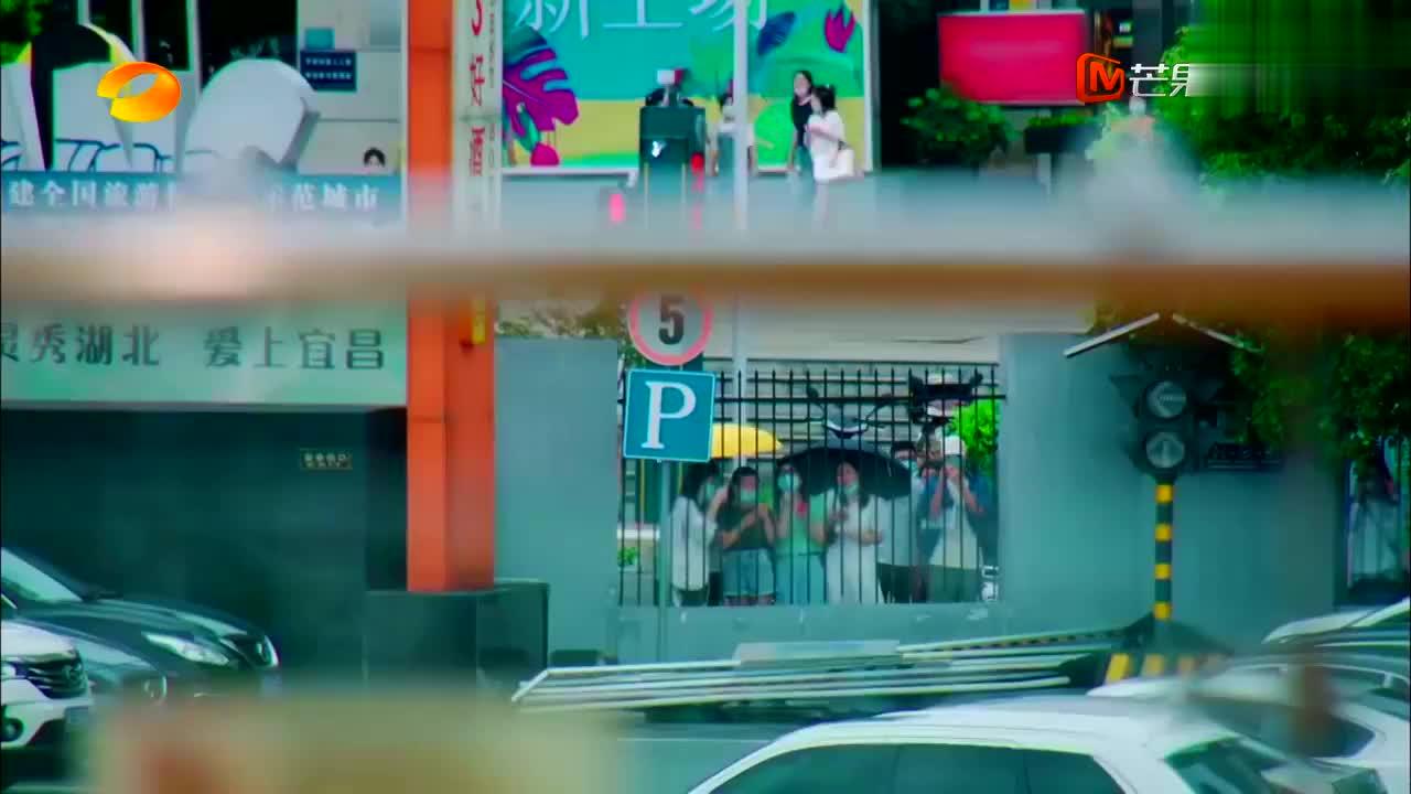 中餐厅4:赵丽颖太宠粉,一看有暴风雨,赶紧扯着嗓子隔空喊话!