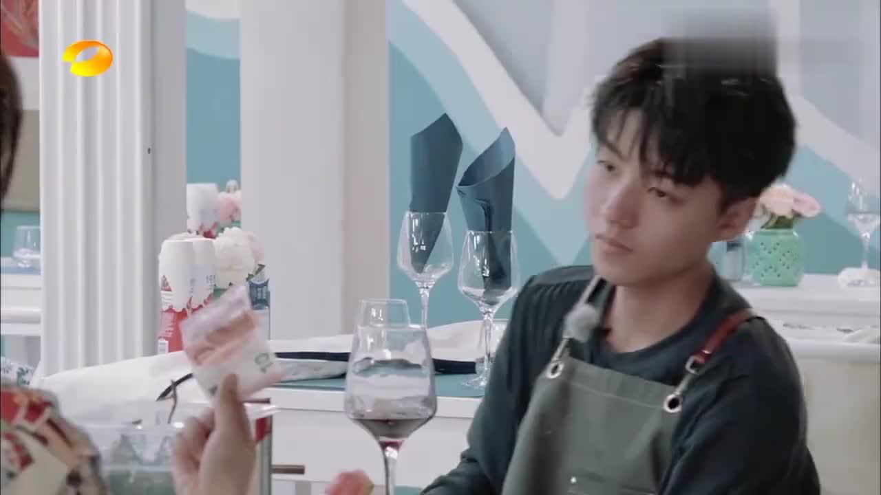 中餐厅:王俊凯质疑杨紫贪污,杨紫连忙否认,幕后黑手竟然是他