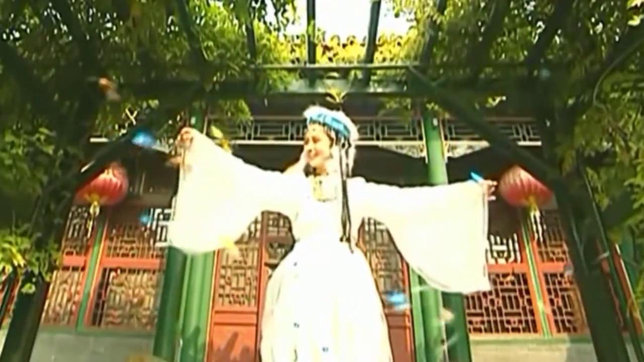 香妃引来蝴蝶,和小燕子紫薇翩翩起舞,皇阿玛看愣了!