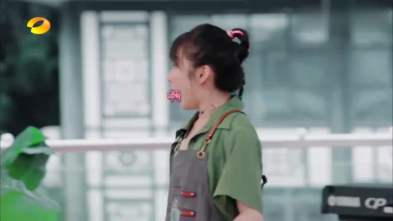 中餐厅:第一桌客人上门,李浩菲扭头钻进厨房,赵丽颖丝毫不慌!