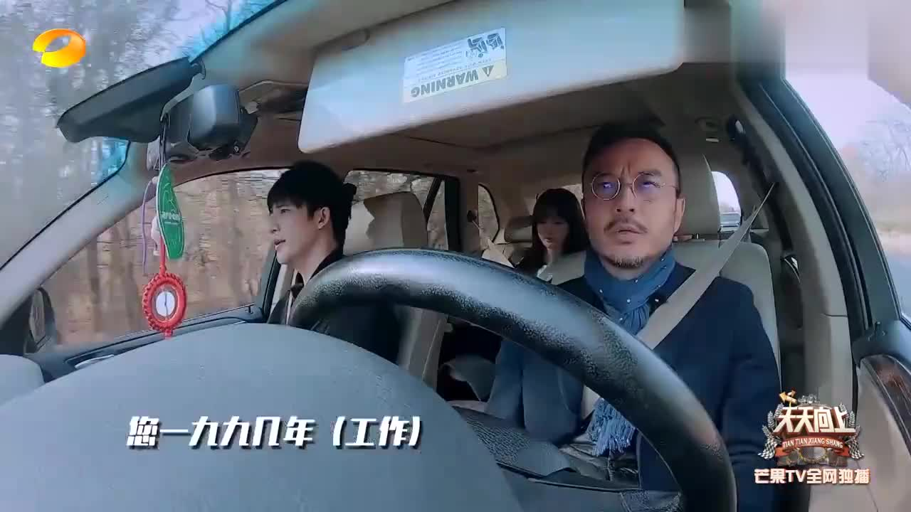 王一博钱枫自驾游国外小镇,枫哥一路飚歌停不下,狂野男孩上线