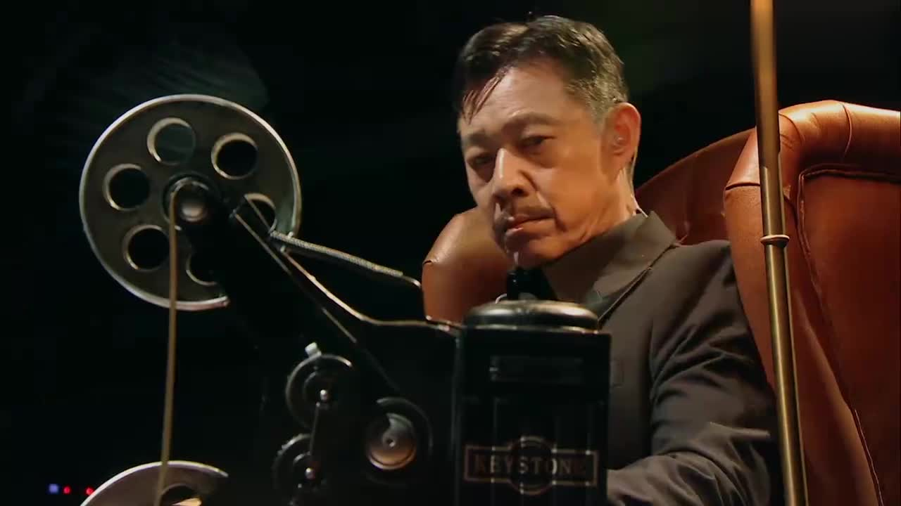 王牌:时隔25年,尹正再演《霸王别姬》,扮程蝶衣致敬张国