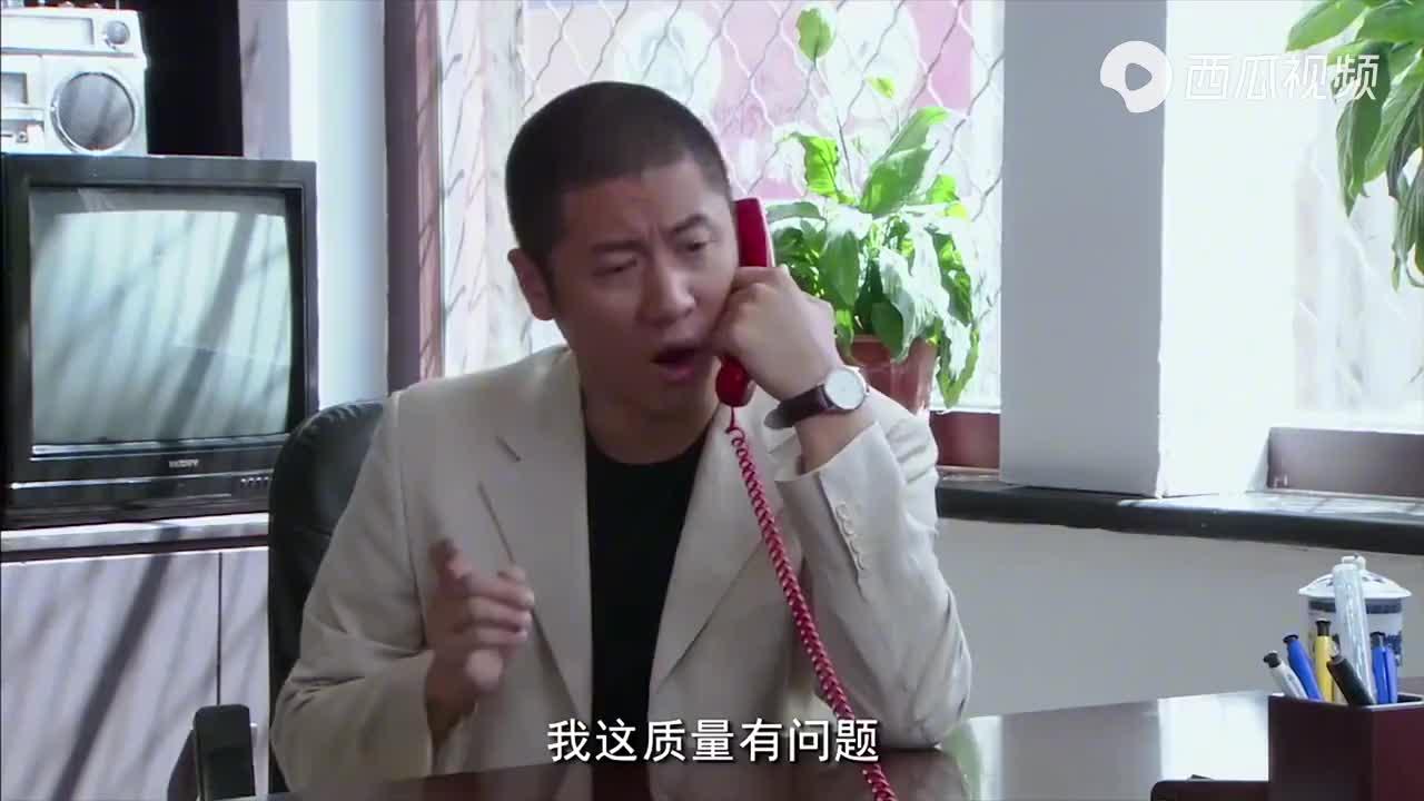奸商故意压价,每台电视少给100元,不料子辉让他吃大亏