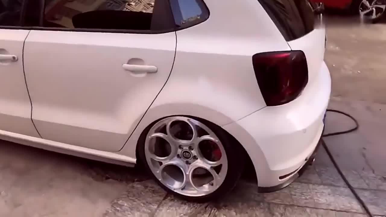 视频:大众POLO改装这套轮毂,够给他再买一辆新车了