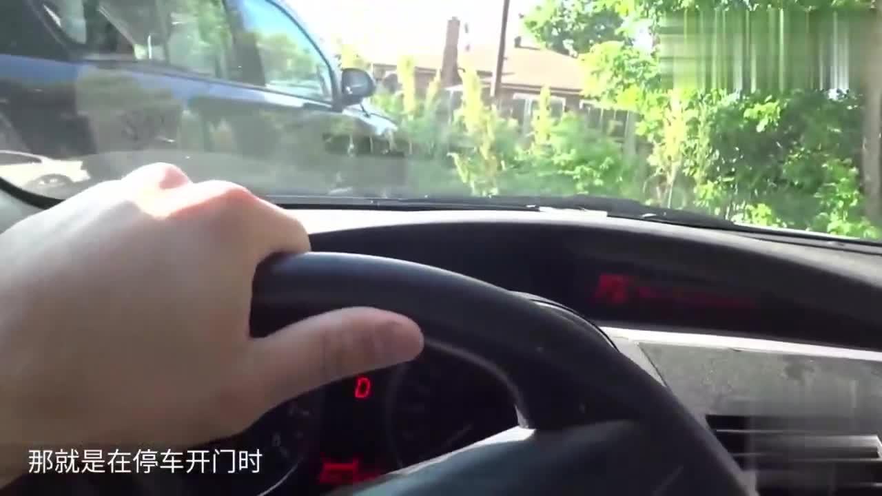 """爱车人士的福音车门贴上这""""膏药""""再不怕别人开车门刮伤车"""