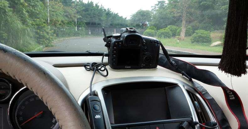 玻璃大王刘永刚:偏振片在汽车前挡风玻璃上的作用
