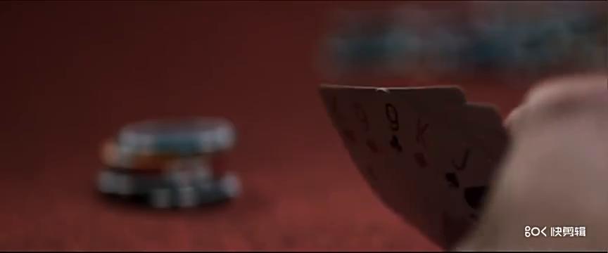 美女用德州扑克给同学们上条件概率学课 同学被赢的怀疑人生