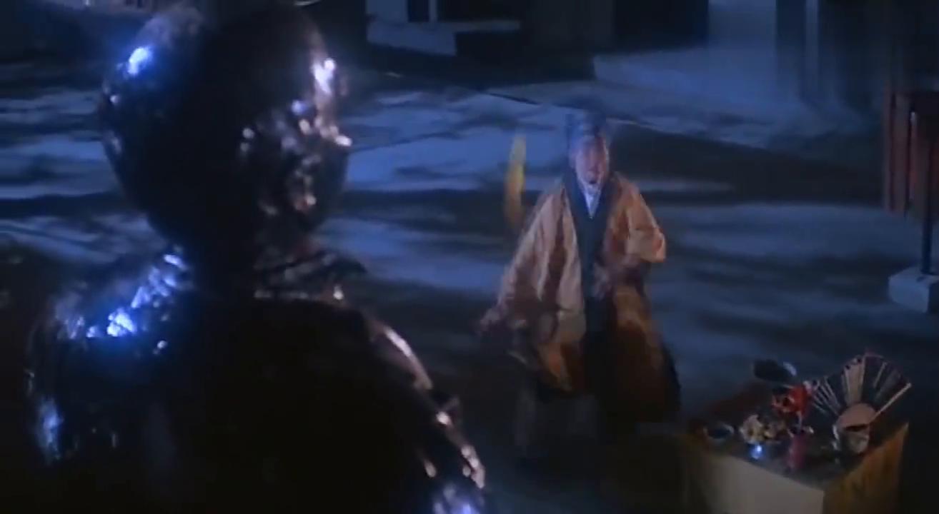"""道长施展妖法,后面的铜像竟然""""活了"""",道长做什么铜像也做什么"""
